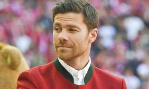"""""""Sếp lớn"""" Bayern kêu gọi Xabi Alonso trở lại Allianz Arena"""