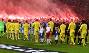 CĐV The Blues quá khích, Chelsea đối mặt với án phạt nặng từ UEFA