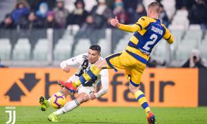 Ronaldo tiếp tục bùng nổ, Juventus lại phải chia điểm kịch tính trước Parma